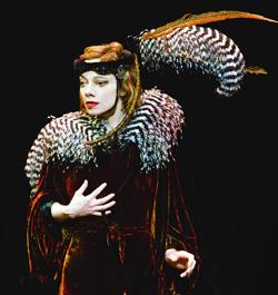 Murmures des Murs. Il circo sognante di Victoria e Aurélia Thierrée-Chaplin.